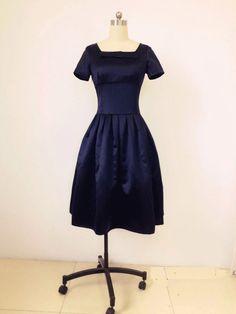 Dunkelblaue Brautjungfer Kleid, Marine kurzes Kleid, 1950-Kleid, einzigartigen Vintage Kleid, Vintage Brautjungfer Kleider von xxxBridal auf Etsy https://www.etsy.com/de/listing/218543506/dunkelblaue-brautjungfer-kleid-marine