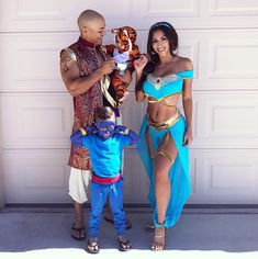 26 Creative Family Halloween Costume Ideas That You Haven't Seen Yet Find some amazingly creative family Halloween costume ideas to make this Halloween the best one ever. Everything from DIY family costumes to family costumes with a baby. Couples Halloween, Family Halloween Costumes, Cute Costumes, Halloween Outfits, Halloween Cosplay, Jasmine Halloween Costume, Superhero Family Costumes, Mother Daughter Halloween Costumes, Avengers Costumes