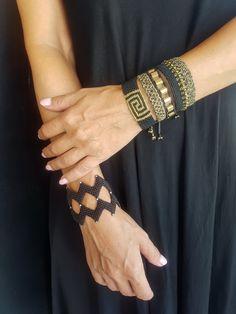 Zig Zag Black Macrame bracelet with beads,Handwoven Cuff ,Black Beaded… Yarn Bracelets, Bracelets For Men, Macrame Jewelry, Boho Jewelry, Macrame Knots, Macramé Art, Chevron Friendship Bracelets, Macrame Bracelet Tutorial, Diy Braids