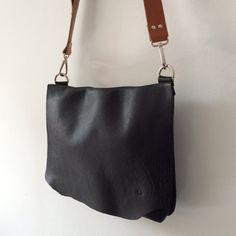 Messenger Bag / Shoulder bag / Black leather por proyecto54 en Etsy