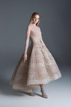 See the entire Paolo Sebastian haute couture autumn/winter collection. Image credits: courtesy of Paolo Sebastian Haute Couture Dresses, Couture Fashion, Paolo Sebastian Bridal, Maya Diab, Pretty Dresses, Beautiful Dresses, Cocktail Gowns, Fantasy Dress, Couture Collection