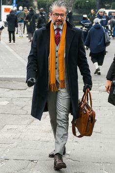 ビジネススーツに合う秋冬コート特集!王道からこなれ感を与えるアウターまでを紹介 | 男前研究所 Stylish Mens Haircuts, Stylish Mens Outfits, Casual Outfits, Old Man Fashion, Mens Fashion Suits, Stylish Men Over 50, Herren Outfit, Classy Men, Men Casual