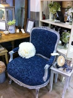 Dallas: beautiful french bergere chair $375 - http://furnishlyst.com/listings/425468