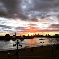 Absolutely breathtaking! Enjoy the calm view  #London #londonlife #city #citylife #view #sun #sunset #amazing #beautiful #river #canarywharf #photooftheday #photography #cool #sky #skyscraper #horizon #nofilter #luxury #landscape #nature #travel #instapic #instagood #instalike #instamood #like4like #discover #home #romantic by mralkatib