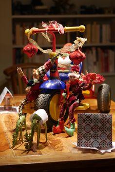 Parade du père Noël et ses lutins Christmas Tree, Christmas Ornaments, Holiday Decor, Home Decor, Pixies, Xmas Ornaments, Homemade Home Decor, Xmas Tree, Christmas Jewelry