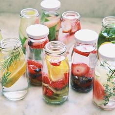 Infused water is easy to do, but there are a few things you should know first. Here are some things to keep in mind when you are making your infused water. Infused Water Recipes, Fruit Infused Water, Fruit Water, Infused Water Bottle, Infused Waters, Flavored Waters, Water Bottles, Healthy Eating Tips, Healthy Drinks