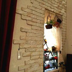 密かに人気急上昇!発泡スチロールでできちゃうDIYレンガ壁がすごい♪ | RoomClip mag | 暮らしとインテリアのwebマガジン Faux Painting Walls, Diy Wall, Candle Sconces, Ladder Decor, Diy And Crafts, Living Spaces, Furniture Design, Wall Lights, Display