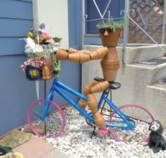 uses for pottery The ideal DIY storage for garden supplies — basket of a cute clay pot guy's bike. Garden Junk, Lawn And Garden, Garden Pots, Flower Pot People, Clay Pot People, Painted Clay Pots, Old Bicycle, Clay Pot Crafts, Cute Clay