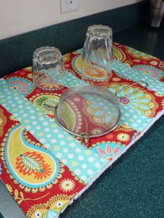 Sewplicity: TUTORIAL: Quick & Easy Quilted Dish Mat