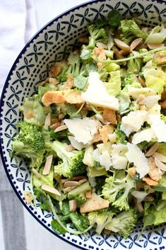 Fave Green Salad Spring is here (hooray!) and it feels so fitting to post this delicious fave green Steak And Shrimp, Chicken Steak, Salad Dressing Recipes, Salad Recipes, Healthy Recipes, Gourmet Salad, Salad Ingredients, I Love Food, Salads