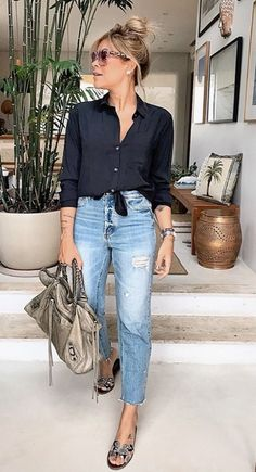 We listed the 25 Perfect Outfits with Older Women. Everybody prefers denim clothes for a daily and casual look. Also, these ladies deserves. Workwear Fashion, Fall Fashion Outfits, Casual Fall Outfits, Fall Winter Outfits, Classy Outfits, Autumn Fashion, Summer Outfits, Outfit Jeans, Cute Outfits With Jeans