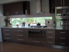 window splashback? Lona de Anna: DISPLAY HOMES