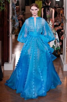 Valentino Fall 2019 Couture Fashion Show Collection: See the complete Valentino Fall 2019 Couture collection. Look 42 Couture Fashion, Runway Fashion, High Fashion, London Fashion, Fashion Show Collection, Couture Collection, Valentino Couture, Couture Dresses, Mannequins