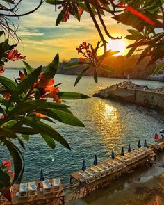 "198k Likes, 1,005 Comments - BEAUTIFUL DESTINATIONS (@beautifuldestinations) on Instagram: ""Gorgeous summer sunsets (: @kardinalmelon)"""