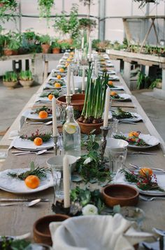 60 Extraordinary Winter Table Decoration You Can Make. Whether it be wedding table settings, black tie or prom, how to dress a table is an important detail to get right and it needn't cost you the e. Christmas Table Settings, Wedding Table Settings, Holiday Tables, Place Settings, Setting Table, Lunch Table Settings, Christmas Tables, Decoration Evenementielle, Table Decorations