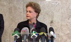 """Nesta sexta-feira (11mar2016), a presidente Dilma concedeu uma entrevista coletiva no Palácio do Planalto sobre a atual situação do governo e sobre as denúncias contra Lula. Como sempre, a internet não perdoou a principal líder do país em um dos momentos: Dilma se atrapalhou e soltou um """"eu me renuncio""""..."""