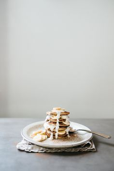 (Baby-Friendly) Pumpkin Spice Banana Bread Pancakes — dolly and oatmeal Banana Bread Almond Flour, Coconut Flour Pancakes, Pancakes And Waffles, Oatmeal Pancakes, Brunch Recipes, Breakfast Recipes, Delicious Desserts, Yummy Food, Savory Breakfast
