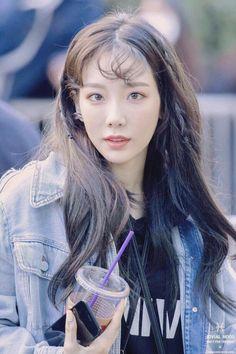 Taeyeon's new hair style Sooyoung, Yoona, Snsd, Taeyeon Gif, Kpop Girl Groups, Korean Girl Groups, Kpop Girls, Kim Tae Yeon, Asian Celebrities