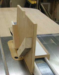 Woodworking Jigs miter joints (mitre joints), how to make them strong, woodworking joinery - miter joints (mitre joints), how to make them strong, woodworking joinery Woodworking Tools For Beginners, Essential Woodworking Tools, Popular Woodworking, Woodworking Crafts, Woodworking Plans, Woodworking Classes, Woodworking Apron, Woodworking Joints, Woodworking Magazine