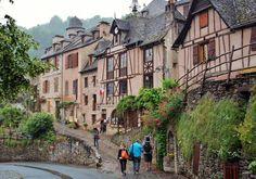 Conques en Aveyron, Francia ( MAVI )