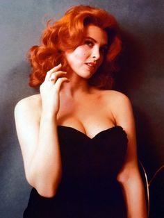 I am thinking of trying out red hair, inspired by the likes of Tina Louise (Ginger in Gilligans Island), Wilma Flintstone and the gal in the. Tina Louise, Beautiful Redhead, Beautiful Women, Ginger Grant, Surfer Girl Style, Actrices Hollywood, Famous Women, Classic Beauty, Timeless Beauty