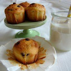 Depuis quelques jours j'avais envie de petits gâteaux, pas trop riches pour me faire plaisir! Je me suis inspiré de la recette du magnifique blog américain Dailydelicious qui est un bonheur pour les yeux et pour les papilles, et j'ai fais des petits muffins...