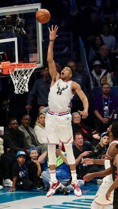 Nba Background, Basketball Background, Kentucky Basketball, Basketball Players, Duke Basketball, Kentucky Wildcats, College Basketball, Soccer, Giannis Antetokounmpo Wallpaper