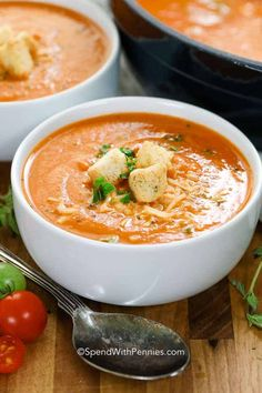 This Fresh Tomato Soup really is the best tomato soup recipe I have encountered! So easy and prepared in under and hour, it's the perfect weeknight meal or quick lunch! #spendwithpennies #easyrecipe #freshrecipe #easysoup #easylunch #easydinner #freshtomatoes #roastedreceipe #healthyrecipe #bestsoup Best Tomato Soup, Tomato Bisque Soup, Roasted Tomato Soup, Tomato Basil Soup, Tomato Soup Recipes, Roasted Tomatoes, Tomato Tomato, Sauces, Gastronomia
