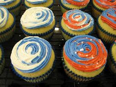 Superbowl-Themed Champagne Creme Cupcakes