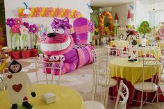 Decoração da Festa Alice no Pais das Maravilhas. A mesa é o Gato! Fabrika de Festas