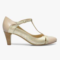 <p><strong>Salomé bi-matières</strong></p> <p style='text-align:justify'>Cette sandale salomé joue avec les matières et les découpes. Sa matière irisée sur le dessus lui donne un côté charmeur. Talon : 6 cm.  Fabriqué en France. </p> <p style='text-align:center'>•</p><p style='text-align:justify'>#SHOESINMYLIFE On l'associe avec une robe fluide pour un look de danseuse de tango. </p> <p style='text-align:center'>•</p><p style='text-align:center'>Prendre votre pointure habituelle. </p>