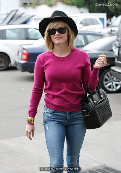 Reese Witherspoon wearing a pink jumper and a wide brimmed hat shops at M Cafe in Beverly Hills http://www.icelebz.com/events/reese_witherspoon_wearing_a_pink_jumper_and_a_wide_brimmed_hat_shops_at_m_cafe_in_beverly_hills/photo1.html