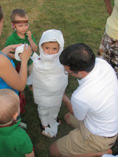Halloween Games For Kids:- Mummy Wrap