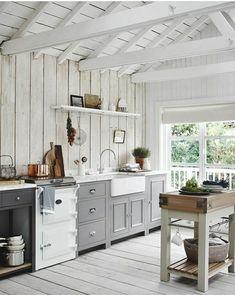 Farmhouse Kitchen Cabinets, Rustic Kitchen, New Kitchen, Shaker Kitchen, Neptune Kitchen, Light Gray Cabinets, Salons Cosy, Freestanding Kitchen, Small Kitchen Storage