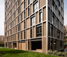 ISTANBUL – Rotterdam-based firm Inter.National.Design's (IND) recently-completed Arkadia Apartments stands a heraldic monolith in an endless forest of decaying concrete blocks that define many of Istanbul's southern neighbourhoods. Urban planners of this area are currently seeking to rein in the footprint of the sprawl, densifying and improving the infrastructure of existing structures rather than leaving a trail of neglect behind further new-builds.Arkadia itself replaces a complex in the…