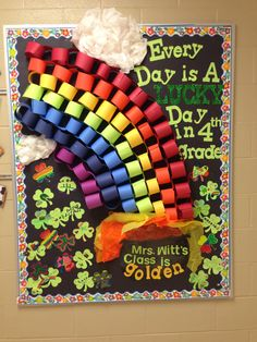 New spring door decorations kindergarten st patrick ideas March Crafts, St Patrick's Day Crafts, Preschool Crafts, Daycare Crafts, Preschool Bulletin Boards, Classroom Bulletin Boards, Classroom Door, March Bulletin Board Ideas, Bullentin Boards
