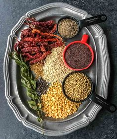 Gather the ingredients for Sambar powder and make sure they are fresh and haven't bee lying around at home for ages. Vegetable Curry, Vegetable Dishes, Spice Blends, Spice Mixes, Sambhar Recipe, Powder Recipe, Coriander Seeds, Curry Leaves, Lentils