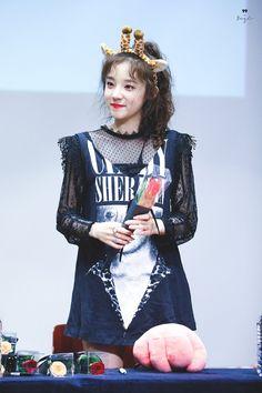 Song YuQi Kpop Girl Groups, Korean Girl Groups, Kpop Girls, Soo Jin, Cube Entertainment, Soyeon, New Girl, Me As A Girlfriend, K Idols