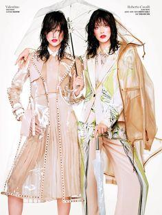 Kasia Struss & Alana Zimmer wearing Valentino & Roberto Cavalli in 'Double Vision' by Sharif Hamza for V Magazine 70s Fashion, Fashion Prints, Love Fashion, Fashion News, High Fashion, Fashion Outfits, Fashion Design, Fashion Tape, V Magazine