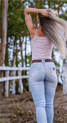 New Jeans Outfit Casual light wash jeans blue pant matching shirt Blue Pant Matching Shirt, Matching Shirts, Sexy Jeans, Jeans Skinny, Women's Jeans, Estilo Cowgirl, Best Jeans For Women, Casual Outfits, Fashion Outfits