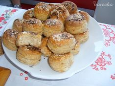Oškvarkové pagáčiky - recept   Varecha.sk Pretzel Bites, Muffin, Bread, Breakfast, Food, Basket, Morning Coffee, Brot, Essen