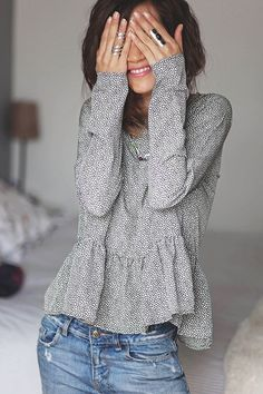 Latest Fall Trends - This casual outfit is perfect for spring Fall or the Fall. Mode Outfits, Casual Outfits, Fashion Outfits, Womens Fashion, Dress Fashion, Jeans Fashion, Leggings Fashion, Latest Fashion, Teen Outfits