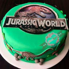 Torta Jurassic World Realiza tu pedido por; WhatsApp: 3058556189, fijo 8374484  correo info@amaleju.com.co Síguenos en Twitter: @amaleju / Instagram: AmaLeju