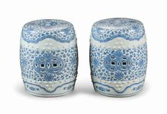A NEAR PAIR OF CHINESE BLUE AND WHITE PORCELAIN GARDEN SEATS