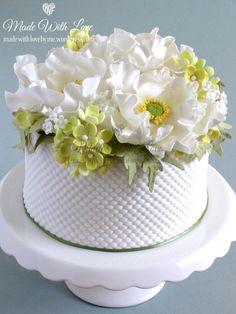 Amapola blanca y Hortensia Cake