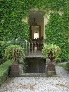 Ivy clad entrance with rusty planted urns/Bread & Olives  ᘡℓvᘠ □☆□ ❉ღϠ □☆□ ₡ღ✻↞❁✦彡●⊱❊⊰✦❁ ڿڰۣ❁ ℓα-ℓα-ℓα вσηηє νιє ♡༺✿༻♡·✳︎· ❀‿ ❀ ·✳︎· TUE DEC 3, 2017 ✨ gυяυ ✤ॐ ✧⚜✧ ❦♥⭐ ♢∘❃ ♦♡❊ нανє α ηι¢є ∂αу ❊ღ༺✿༻✨♥♫ ~*~ ♆❤ ♪♕✫❁✦⊱❊⊰●彡✦❁↠ ஜℓvஜ