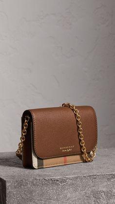 Luxury Purses, Luxury Bags, Luxury Handbags, Fashion Handbags, Purses And Handbags, Fashion Bags, Runway Fashion, Jeans Fashion, Handbags Michael Kors