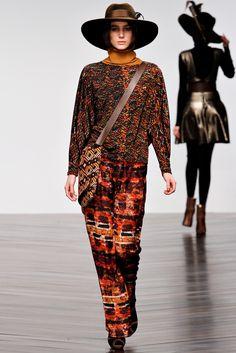 Issa Fall 2013 Ready-to-Wear Fashion Show - Mijo Mihaljcic