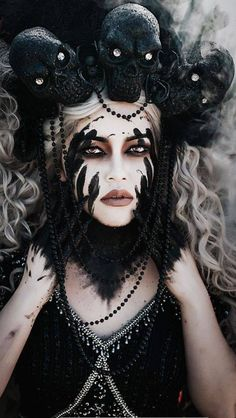 Pin by Madelaine Korn on Hallow Queen Cool Halloween Makeup, Scary Halloween Costumes, Christmas Costumes, Halloween Kostüm, Costume Makeup, Cosplay Costumes, Sfx Makeup, Fantasias Halloween, Halloween Disfraces