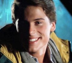 Rob Lowe Young, Rob Lowe 80s, Robe Lowe, The Outsiders 1983, Charlie Sheen, Pictures Of People, Keanu Reeves, Man Alive, Hot Boys